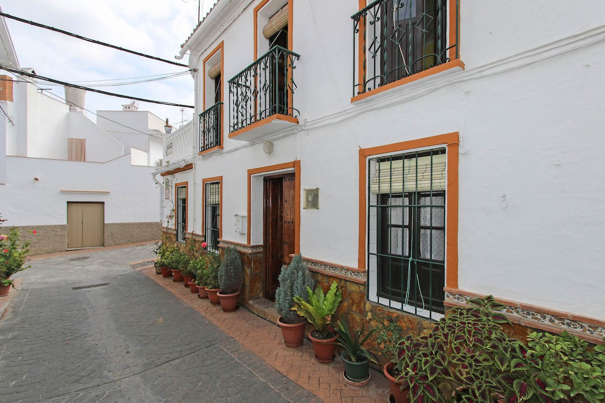 townhouse, malaga, inland, guaro, andalucia,
